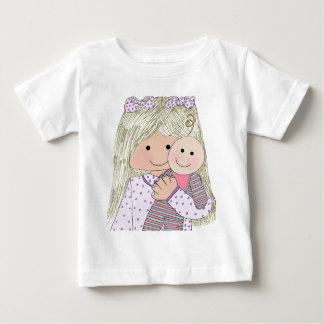 イザベラと人形 ベビーTシャツ