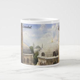 イスタンブール: Hagia Sophiの窓からの青いモスク ジャンボコーヒーマグカップ