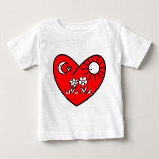 イスラム教のバレンタインの赤いハート ベビーTシャツ