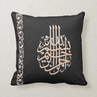 イスラム教のBismillahのアラビア書道の華美な花 クッション