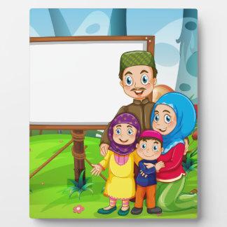イスラム教家族とのボーダーデザイン フォトプラーク