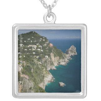 イタリアのカンパニア州、(ナポリの湾)、CAPRI: シルバープレートネックレス