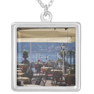 イタリアのComoの地域、ベッラージョ。 湖畔の喫茶店 シルバープレートネックレス