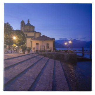 イタリアのVerbano-Cusio-Ossolaの地域、Cannobio. タイル