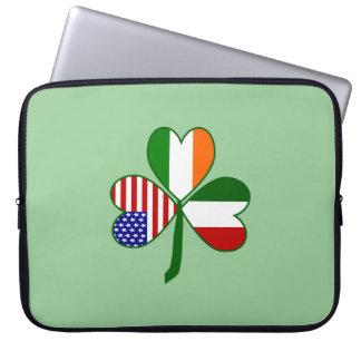 イタリアンなシャムロックの緑の背景 ラップトップスリーブ