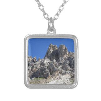 イタリアンなドロマイトの山頂の1つ シルバープレートネックレス