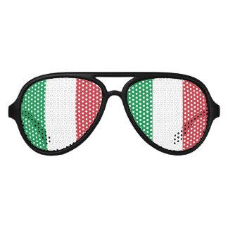 イタリアンなプライドのパーティーはイタリアガラスの|の旗を影で覆います アビエーターサングラス