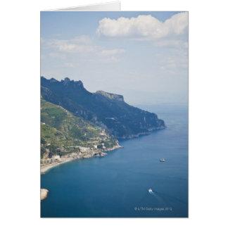 イタリア、アマルフィの海岸、町の高角の意見の カード