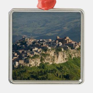 イタリア、シシリー、エンナ、Calascibetta、朝の眺め2 メタルオーナメント