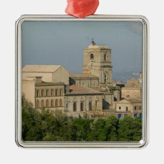 イタリア、シシリー、エンナ、Roccaのディディミアム2からの町の眺め メタルオーナメント