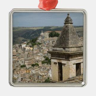 イタリア、シシリー、ラグーザIBLA: 町の眺めおよびサンタ メタルオーナメント