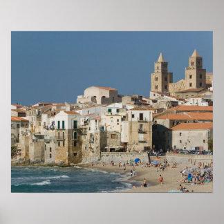 イタリア、シシリー、Cefalu、大教会堂との町の眺めからの ポスター