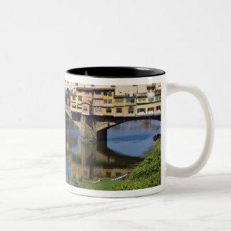 イタリア、タスカニー、フィレンツェ、Ponte Vecchio 2 ツートーンマグカップ