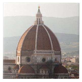 イタリア、フィレンツェの大教会堂のカテドラルのドーム タイル