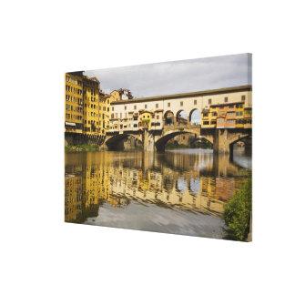 イタリア、フィレンツェのRiver Arnoの反射 キャンバスプリント