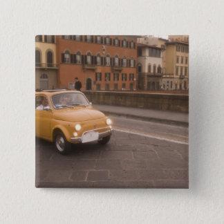 イタリア、フィレンツェ。 フィアット800の再結集の十字アルノ 5.1CM 正方形バッジ