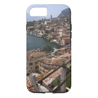 イタリア、ブレシアの地域、Limoneのsul Garda。 町 iPhone 8/7ケース