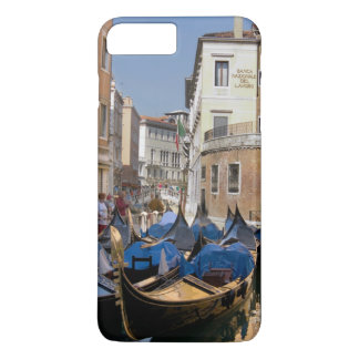 イタリア、ベニスのゴンドラは運河に沿って繋ぎ止めました iPhone 8 PLUS/7 PLUSケース