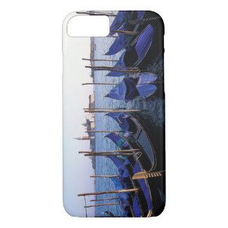 イタリア、ベネト、ベニス、ゴンドラの列およびサン iPhone 8/7ケース