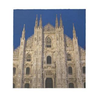 イタリア、ミラノの地域、ミラノ。 ミラノのカテドラル、 ノートパッド