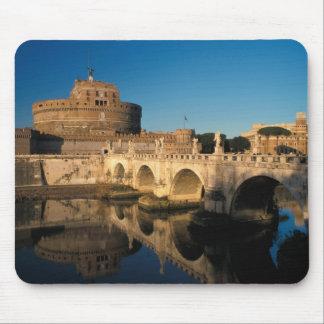 イタリア、ローマ、Castel Sant'Angeloおよび川 マウスパッド