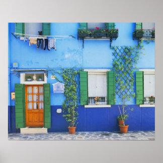 イタリア、Burano。 近のBuranoの多彩な家 ポスター