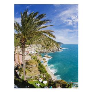 イタリア、Cinque Terre、Vernazzaの山腹の町の ポストカード