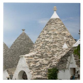 イタリア、Puglia、Alberobelloの大地のdei Trulli、 タイル
