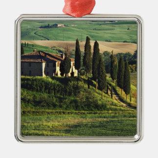 イタリア。 Val d'Orcia.のタスカニーの牧歌的な別荘 メタルオーナメント