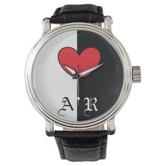 イニシャルが付いている白黒のハートの腕時計 腕時計
