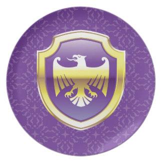 イヌワシのベクトル王室のなアイコンが付いている紫色の盾 プレート