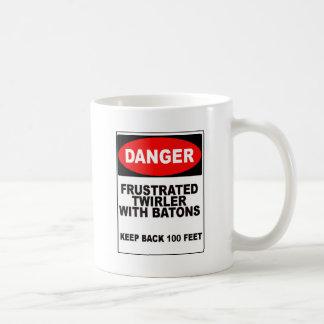 イライラしたTwirler コーヒーマグカップ