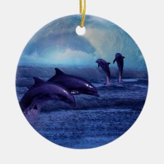 イルカのおもしろいおよび演劇のクリスマスツリー セラミックオーナメント