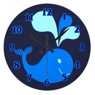 イルカのかわいい動物のベビーは部屋の子供部屋の青をからかいます ラージ壁時計