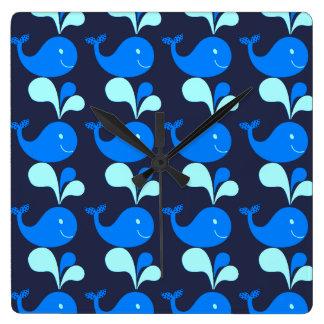 イルカのかわいい動物の子供部屋のベビーは部屋の青をからかいます スクエア壁時計
