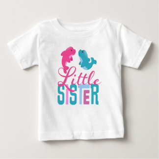 イルカの乳児のTシャツを持つ妹 ベビーTシャツ