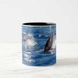 イルカの冒険 ツートーンマグカップ