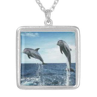 イルカの大きいネックレス シルバープレートネックレス
