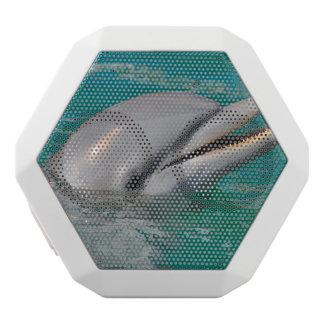イルカの近い上り ホワイトBluetoothスピーカー