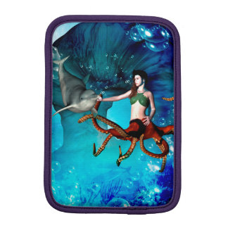 イルカを持つタコの女性 iPad MINIスリーブ