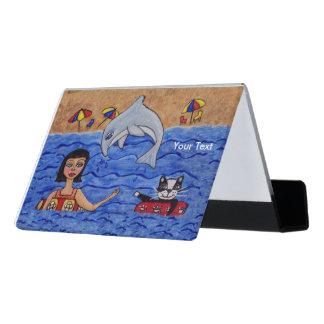 イルカを持つCat Swimmingおもしろいの民芸の女性 デスク名刺ホルダー