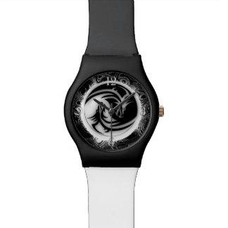インおよびヤンのアジア人のドラゴン 腕時計