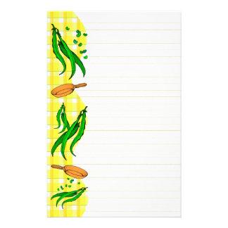 インゲンのフライパンのレトロによって並べられる文房具 便箋