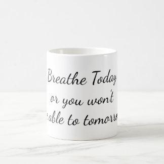インスピレーション、白いマグを今日呼吸して下さい コーヒーマグカップ