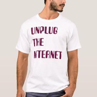 インターネットのプラグを抜いて下さい Tシャツ