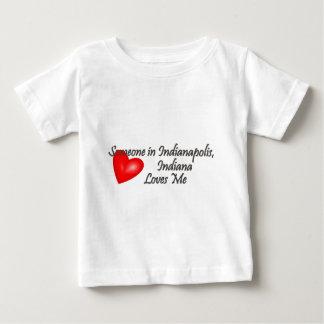 インディアナポリスの誰かは私を愛します ベビーTシャツ