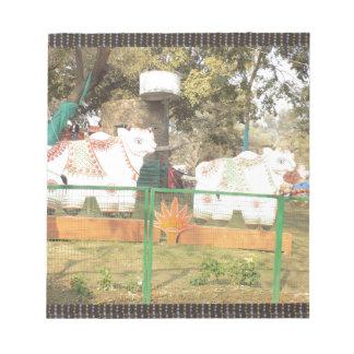インディアンSuraj Kundからの伝統的な牛彫像の芸術 ノートパッド