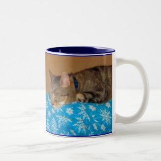 インディゴのための昼寝の時間 ツートーンマグカップ