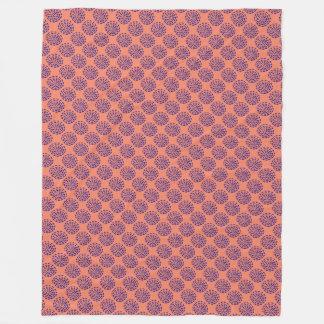 インディゴのピンクの濃紺のストライプのな円パターン フリースブランケット