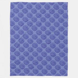 インディゴの青の濃紺のストライプのな円パターン フリースブランケット